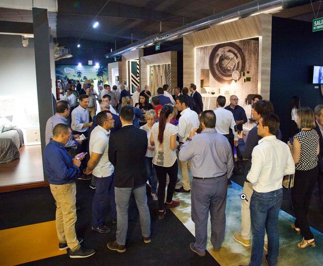 Los visitantes del sector contract se muestran sorprendidos por la visión genuina y contemporánea de los fabricantes de la Región.